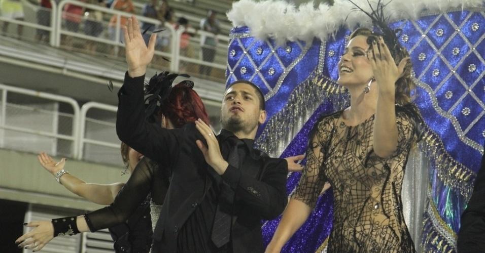 """31.jan.2015 - Com o enredo """"Homem de Preto em Terra de Brilhantes"""", a escola de Samba União de Santa Teresa homenageia o Comendador (Alexandre Nero)"""