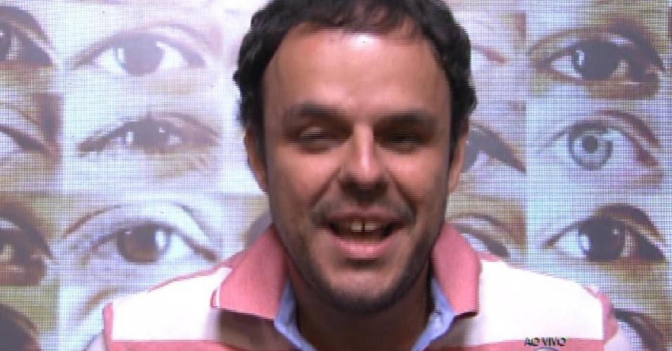 """1.fev.2015 - Adrilles vota em Angélica durante a formação do segundo paredão do """"BBB15"""""""