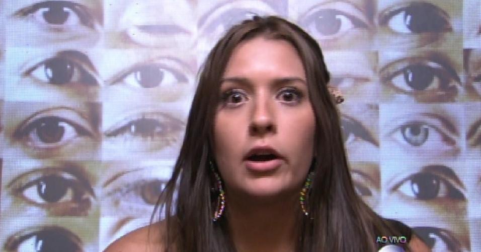 """1.fev.2015 - Tamires vota em Adrilles durante a formação do segundo paredão do """"BBB15"""""""