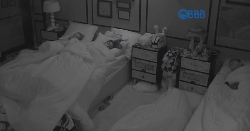 2.fev.2015 - Brothers dormem na manhã desta segunda-feira