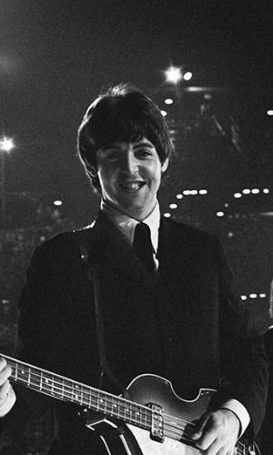 Coleção de fotos raras dos Beatles e dos Rolling Stones durante turnês nos EUA, na década de 1960, está à venda no eBay. Na imagem, Paul McCartney durante show dos Beatles no Estado de Minnesota, em 1965