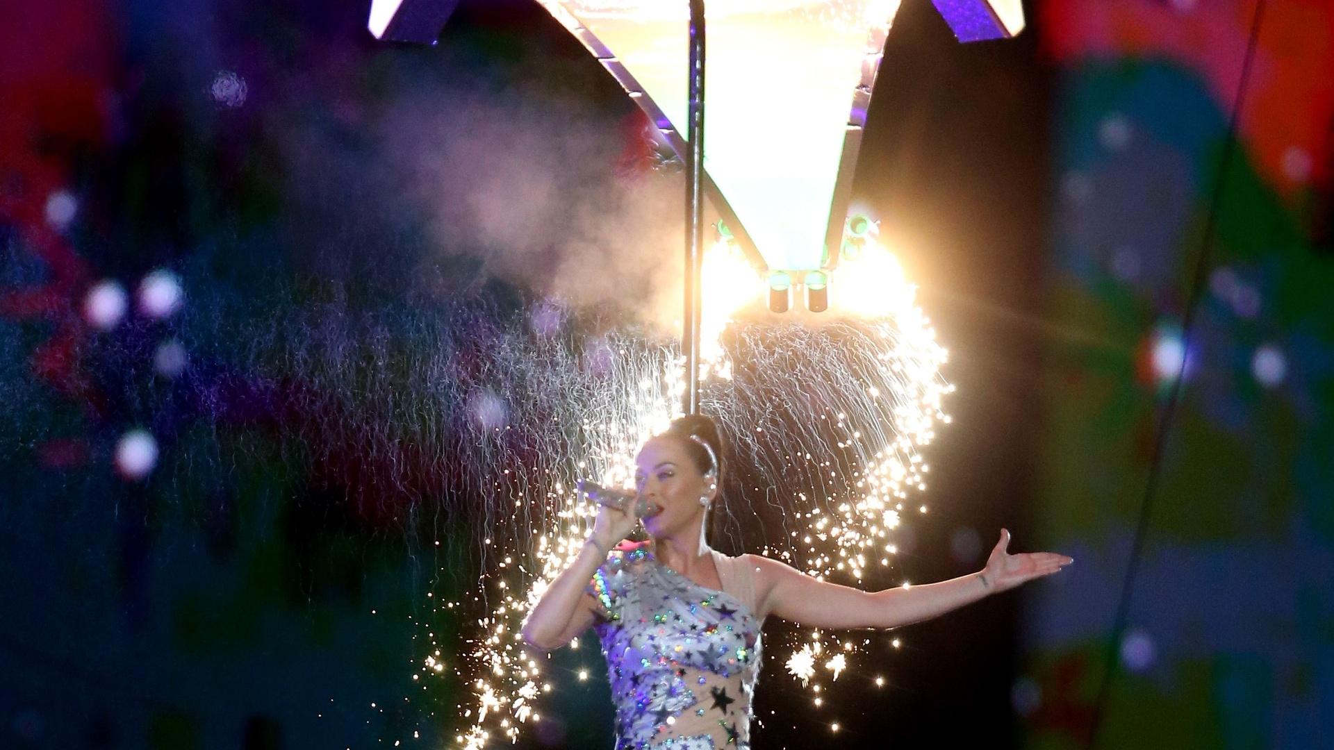Katy Perry, durante a sua apresentação no intervalo do Super Bowl, em Glendale, no Estado do Arizona. No final do show, ela cantou