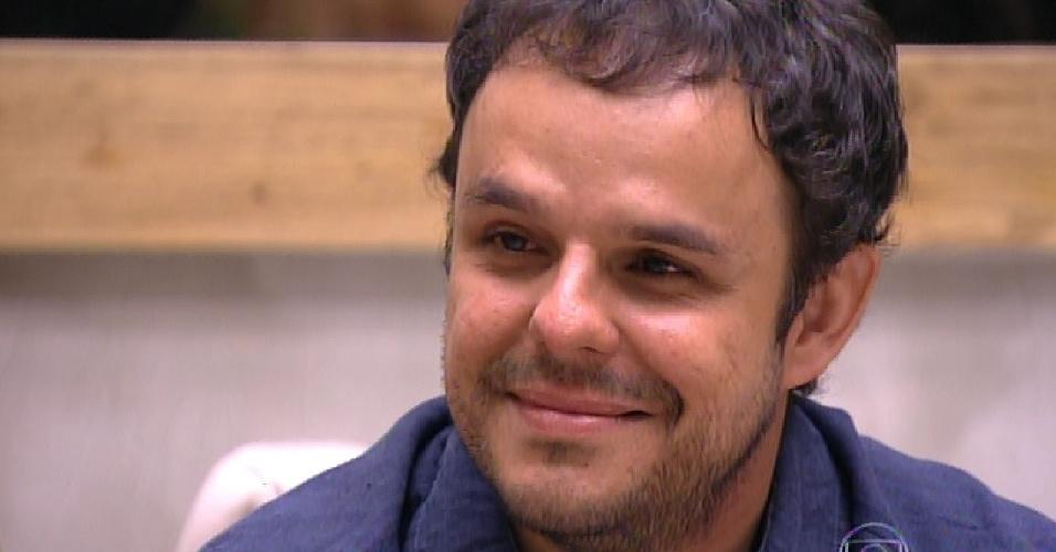3.fev.2015 - O escritor Adrilles, que recebeu quatro votos, é um dos emparedados do segundo paredão do