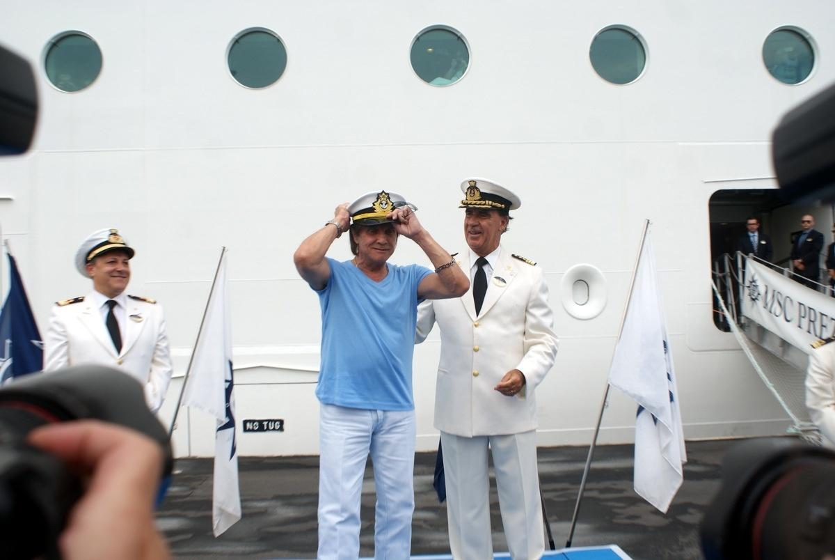 04.fev.2015 - O preço das passagens para o cruzeiro do rei Roberto Carlos custaram entre R$4 mil a R$ 14 mil