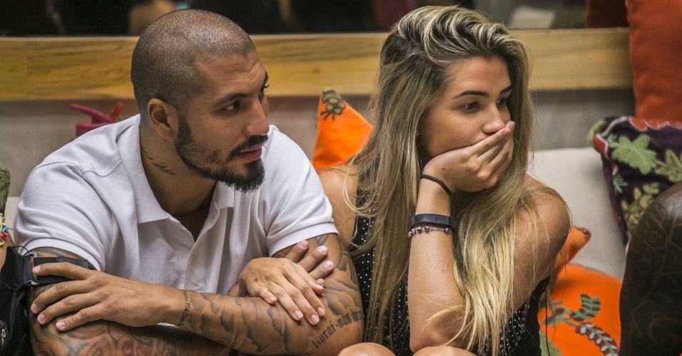 4.fev.2015 - Fernando e Aline aguardam resultado da votação do segundo paredão do