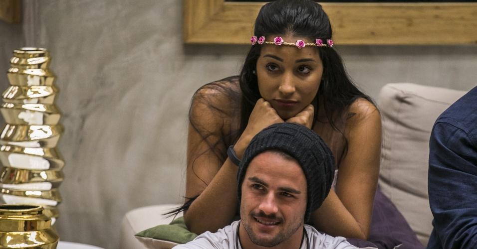 4.fev.2015 - Talita e Rafael esperam o resultado dos votos do segundo paredão do