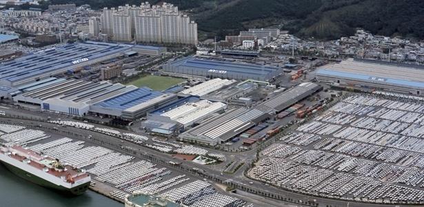 77959670b HYUNDAI, ULSAN, COREIA DO SUL: maior fábrica do mundo tem até porto próprio  Imagem: Divulgação ...