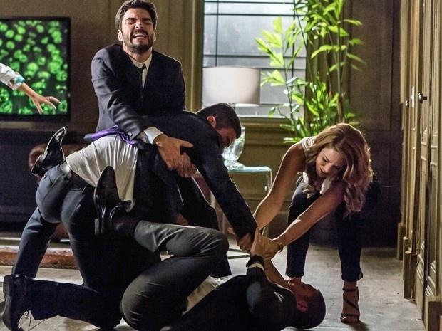 João Lucas agride Maurílio para defender Cristina