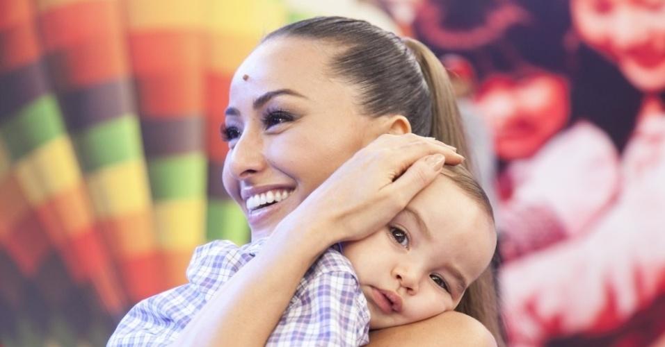 O sobrinho da apresentadora Sabrina Sato, Felipinho, também participou da festa surpresa. O programa especial de aniversário vai ao ar neste sábado, 7/2, às 20h30