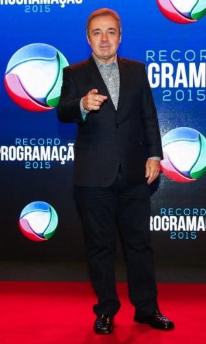 5.fev.2015 - Com novo programa na Record, Gugu Liberato posa durante a apresentação da programação 2015 da emissora, em São Paulo