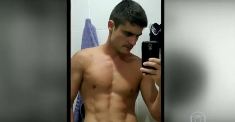 5.fev.2015 - Guilherme Leicam exibe selfie sensual