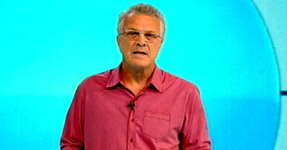 """5.fev.2015 - Pedro Bial anuncia que a terceira prova do líder do """"BBB15"""" é um teste de conhecimentos gerais"""