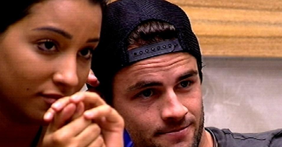 """5.fev.2015 - Rafael, líder da segunda semana do """"BBB15"""", veta Marco e Mariza de disputarem a terceira liderança do reality show"""