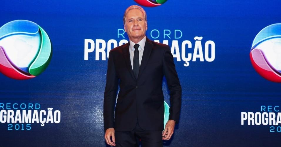 5.fev.2015 - Roberto Justus chega para apresentação da programação 2015 da Record, em São Paulo