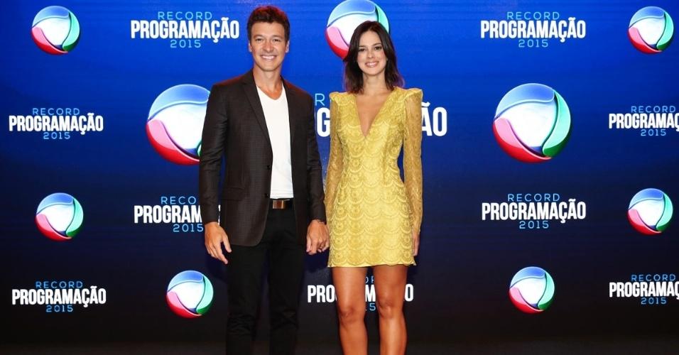 5.fev.2015 - Rodrigo Faro e Vera Viel chegam para apresentação da programação 2015 da Record, em São Paulo