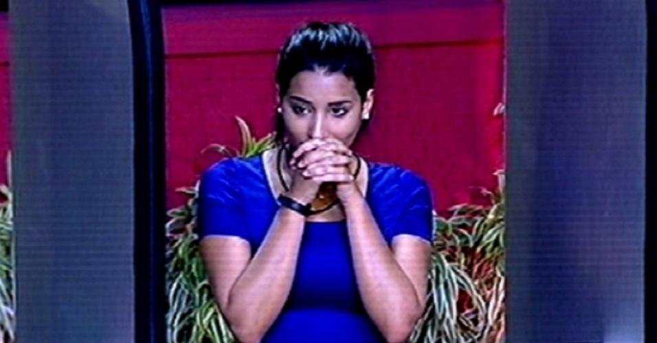 """5.fev.2015 - Talita torce para que sua resposta na segunda etapa da prova do líder do """"BBB15"""" esteja certa"""