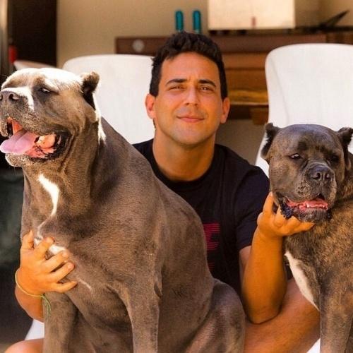 Veja fotos de andr marques e suas quatro cachorras de for Case da 500 piedi quadrati
