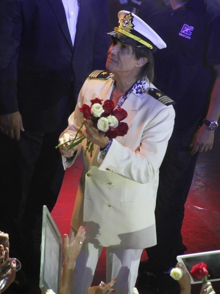 5.fev.2015 - Roberto Carlos se apresenta na 11ª edição do cruzeiro