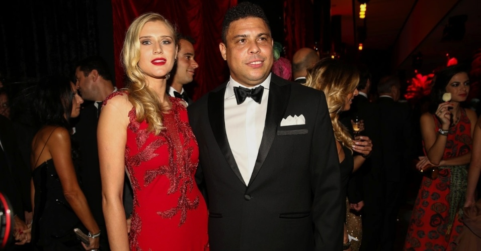5.fev.2015 - Ronaldo Fenômeno apresenta sua nova namorada, a modelo curitibana Celina locks, de 23 anos, no Baile da Vogue, no hotel Unique, na zona sul de São Paulo, na noite desta quinta-feira