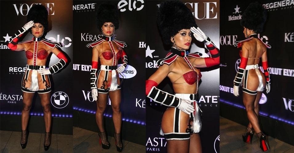 5.fev.2015 - Sabrina Sato usa uma fantasia estilizada no Baile da Vogue, no hotel Unique, na zona sul de São Paulo, nesta quinta-feira