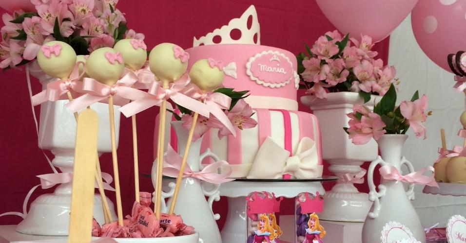 álbum princesas disney | A princesa Aurora era uma das personagens da decoração dessa outra festa criada pela empresa Renata Pardo Design