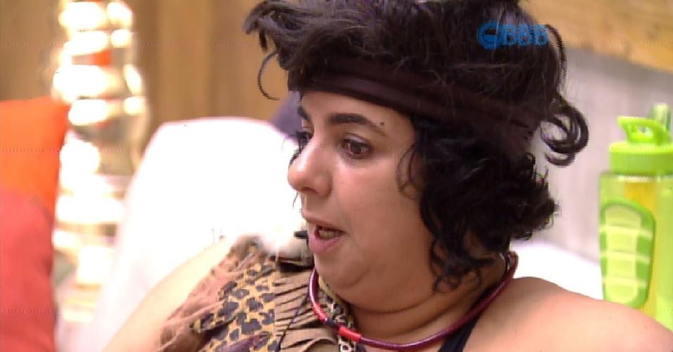"""7.fev.2015 - Em conversa com Adrilles e Marco, Mariza fala de Talita. """"Ela é forte e manda em todo mundo, inclusive no Rafael"""", avalia."""