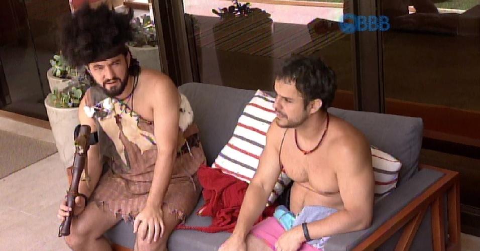 7.fev.2015 - Adrilles, Mariza e Marco conversam sobre a criticada escolha do Anjo Talita, de colocar Marco para fazer novamente o Castigo do Monstro.