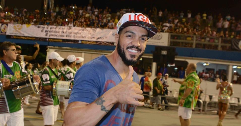 7.fev.2015 - Marido da rainha de bateria Gracyanne Barbosa o cantor Belo participa do último ensaio técnico da X-9 Paulistana, em São Paulo
