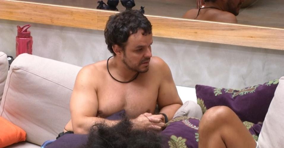 """8.fev.2015 - Adrilles conversa com Fernando sobre Talita: """"Está descompensada"""""""