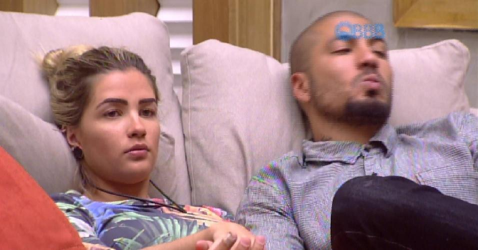 """8.fev.2015 - Aline desabafa com Fernando sobre atitude de Amanda: """"Nojo de mulher assim"""""""