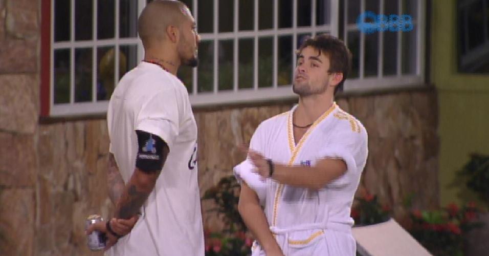 8.fev.2015 - Fernando e Rafael falam sobre jogo
