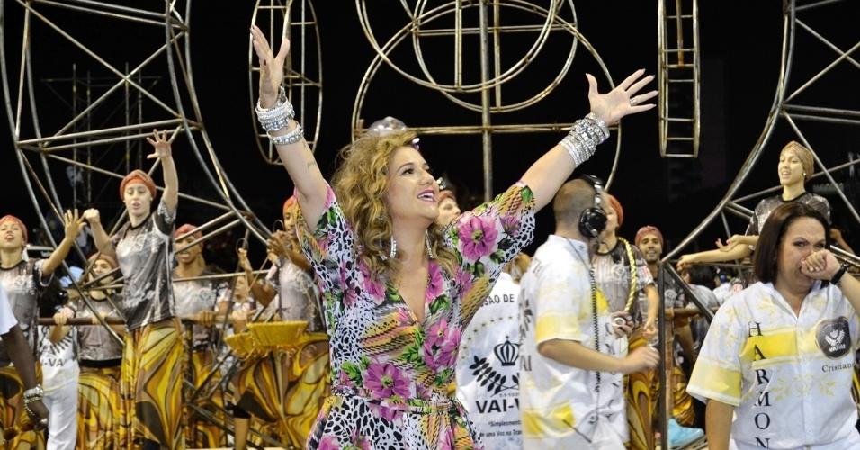 8.fev.2015 - Loira, Maria Rita participa da último ensaio técnico da Vai-Vai, em São Paulo. A escola homenageia neste ano sua mãe, Elis Regina