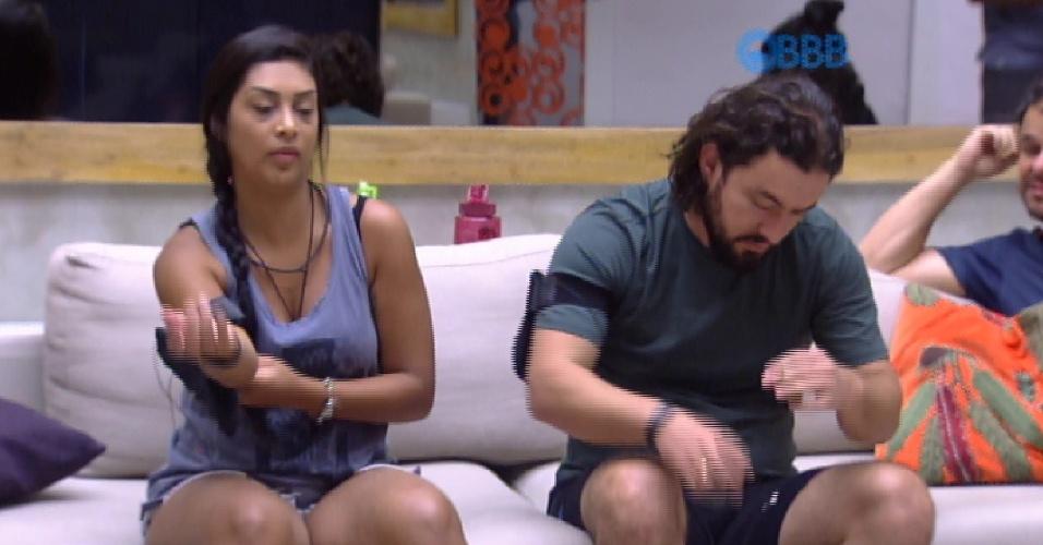 8.fev.2015 - Marco pede para Amanda, a líder da semana, tirá-lo da prova da comida, caso tenha esse poder.