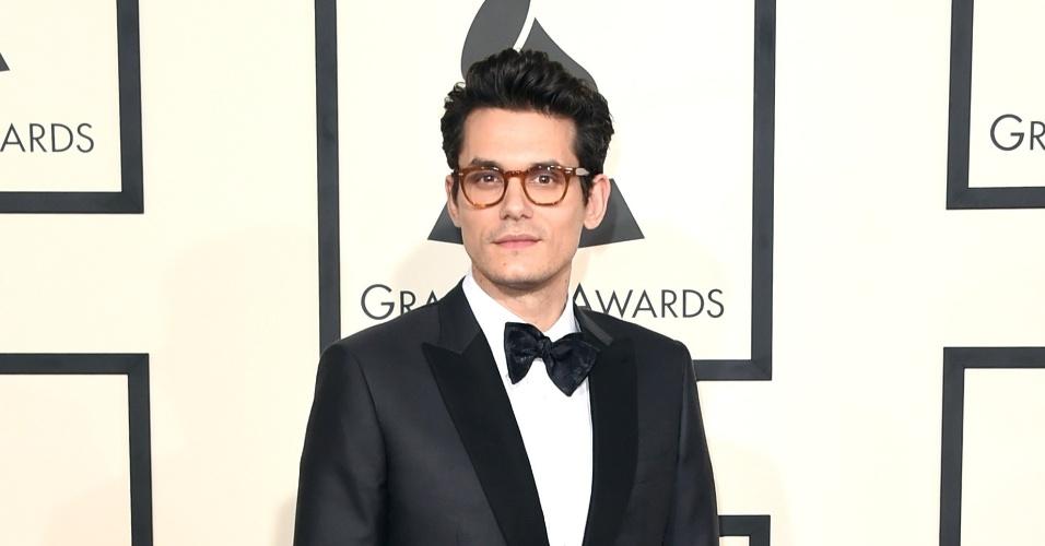 8.fev.2015 - O cantor John Mayer no tapete vermelho do 57ª edição do Grammy em Los Angeles
