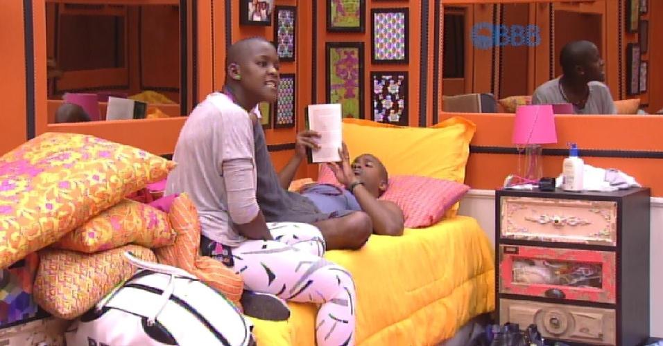 8.fev.2015 - Uma conversa entre Rafael e Fernando, ouvida por Angélica, irrita a sister na tarde deste domingo