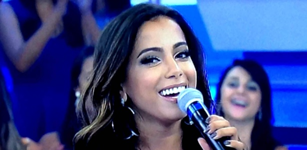 """Anitta durante a sua participação no programa """"A Hora do Faro"""""""