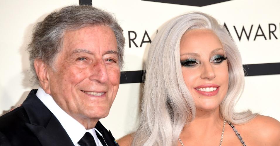 8.fev.2015 - A cantora Lady Gaga chega a premiação do Grammy acompanhada do cantor Tony Bennett