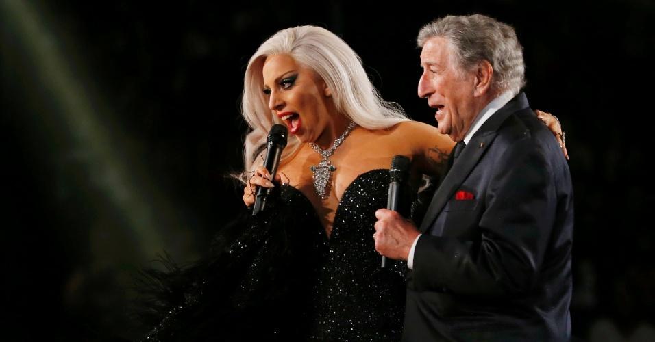 8.fev.2015 - Lady Gaga se apresenta ao lado de Tony Bennett no Grammy 2015