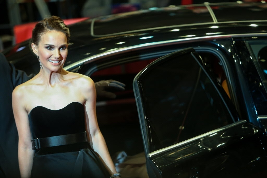 8.fev.2015 - A atriz Natalie Portman chega para a exibição do filme