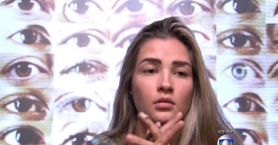 """8.fev.2015 - Aline vota em Luan para o terceiro paredão do """"BBB15"""""""