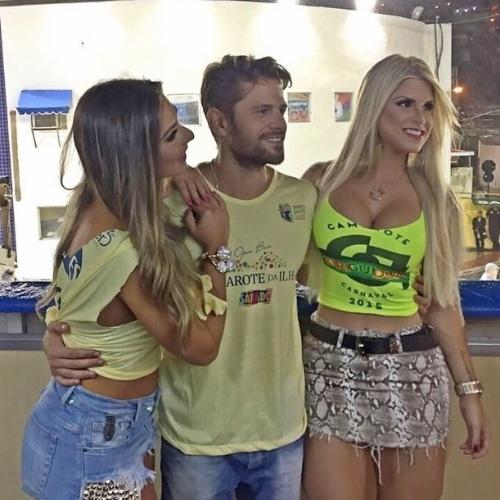8.fev.2015 - Julia, ex-BBB15, aproveita Camarote da Ilha em carnaval de Vitória