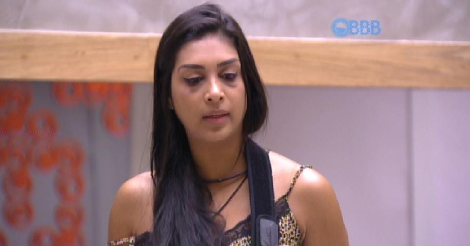 """9.fev.2015 - Amanda conta para Angélica que reclamou de Fernando no Raio-X do dia: """"Falei como é inacreditável que esse retardado consegue inverter as coisas"""""""