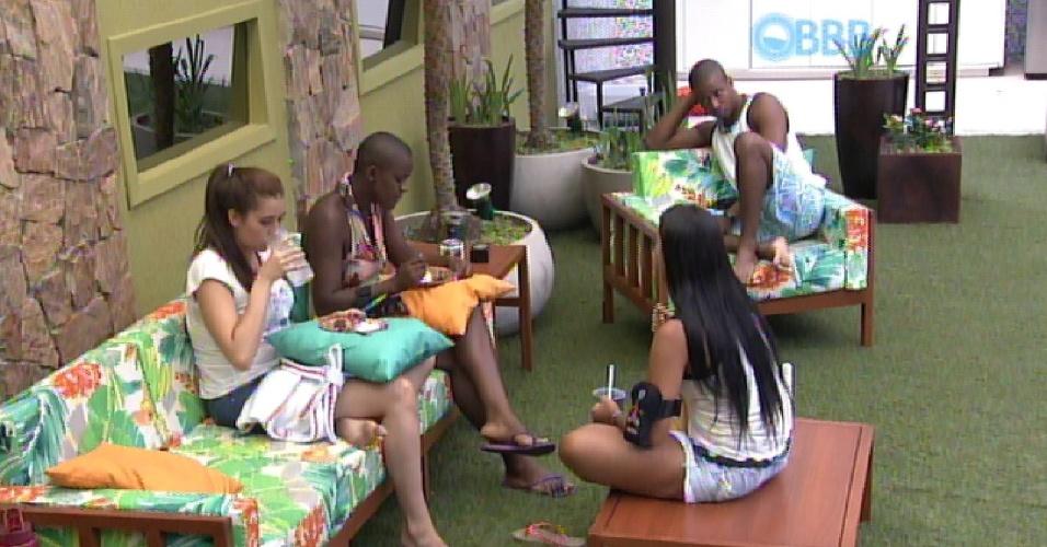 9.fev.2015 - Angelica tenta dar conselho para Amanda e sister se irrita