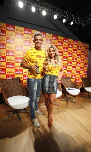 10.fev.2015 - O casal Flávia Alessandra e Otaviano Costa é escolhido como 'casal Devassa' do Carnaval 2015