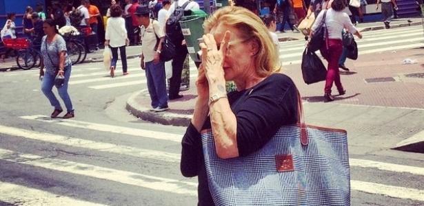 Atriz Jessica Lange fotografa na Rua 25 de Março, no centro de São Paulo