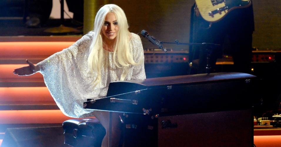 10.fev.2015 - Lady Gaga durante sua participação no show