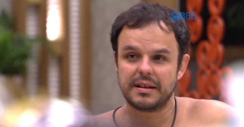 11.fev.2015 - Adrilles conta que uma tia ficou com um jornalista da Globo News, que teria brochado