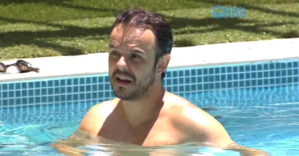 11.fev.2015 - Adrilles e Fernando criticam neutralidade de Cézar