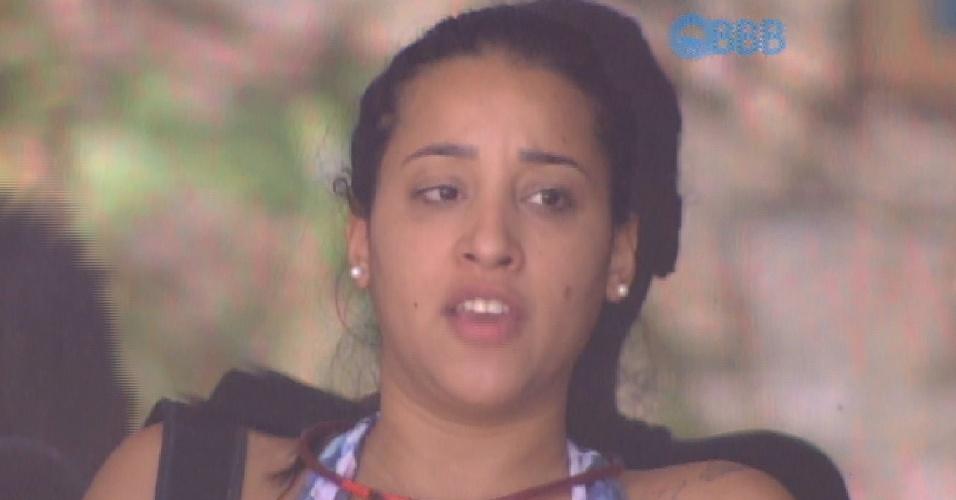 11.fev.2015 - Talita explica para Adrilles seu desentendimento com Marco