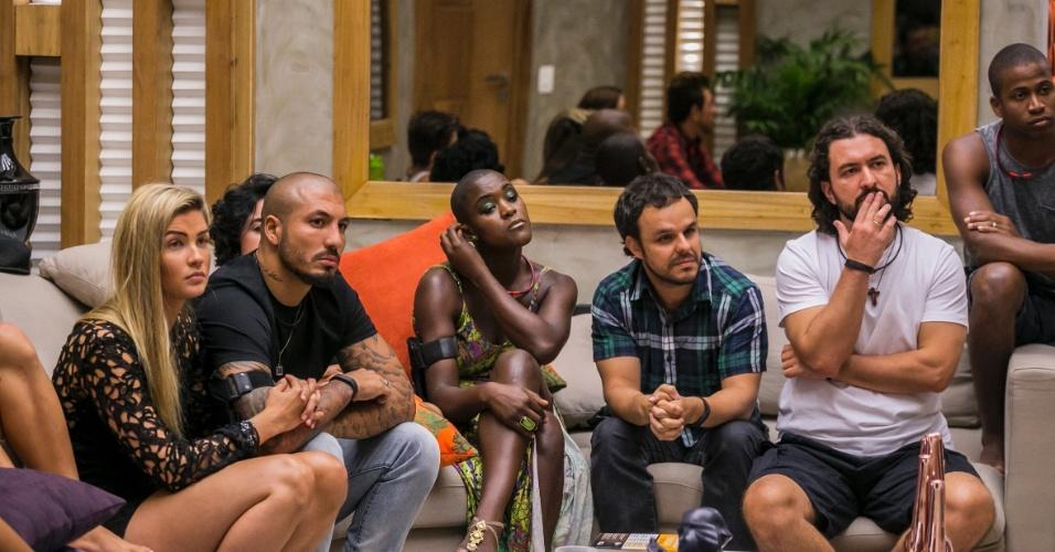 """11.fez.2015 - Brothers aguardam resultado da votação do terceiro paredão do """"BBB15"""""""